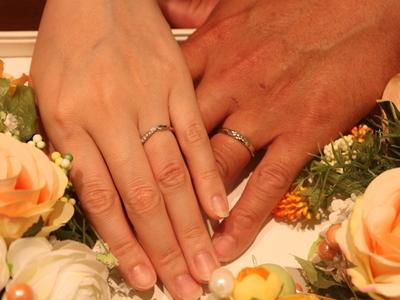 花びらを表した上品な結婚指輪